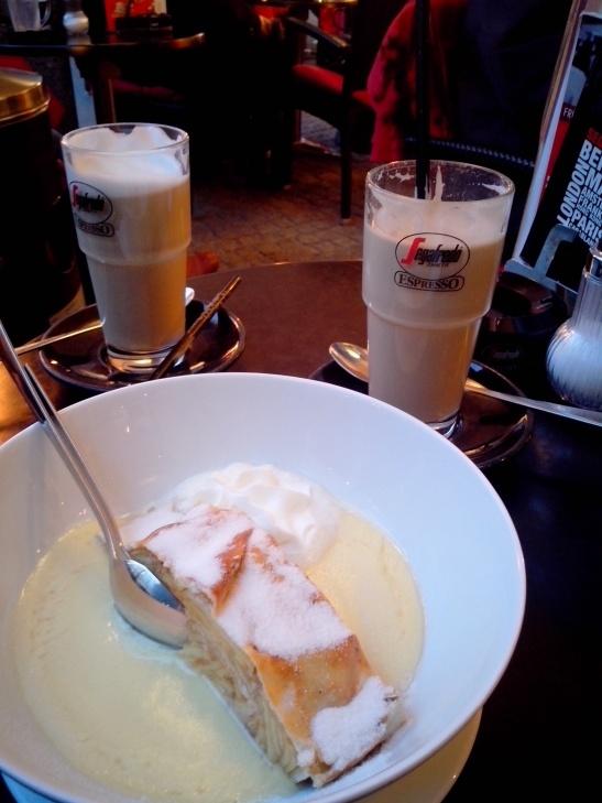 pastel de manzana + latte